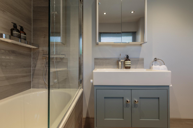 Porcelain family bathroom design installation jeremy for Bathroom design surrey