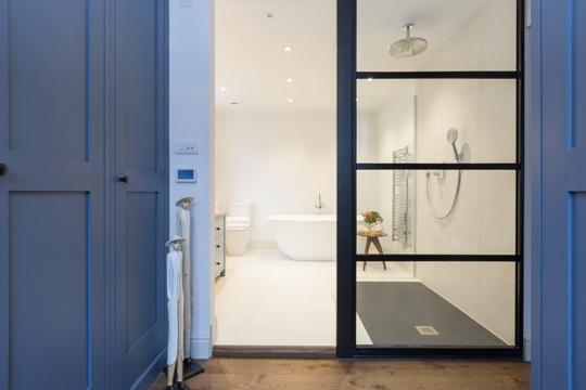 Emperador bathroom dressing room design installation for Bathroom and dressing room ideas