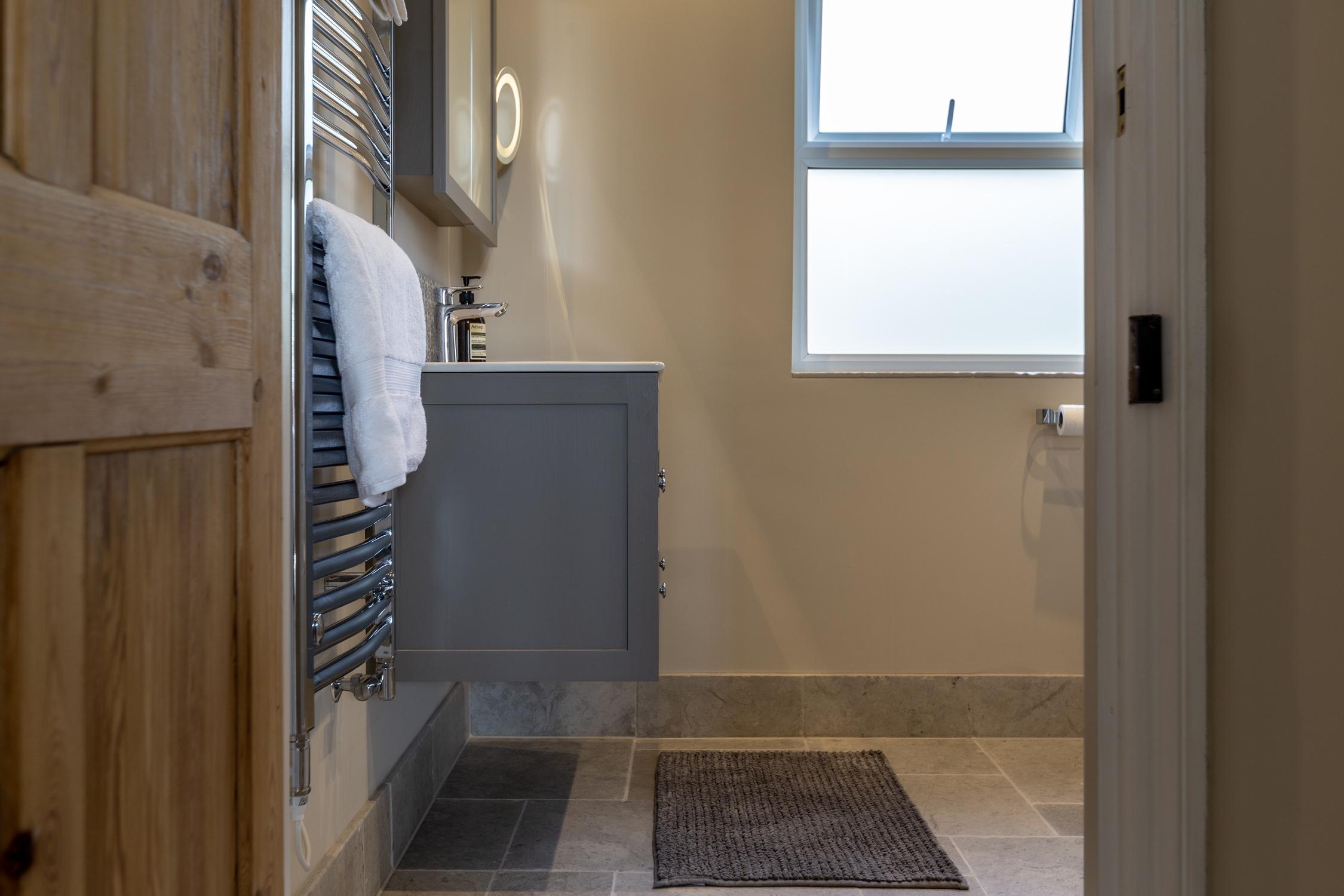 Sensational Rustic Wet Room Design Installation Jeremy Colson Download Free Architecture Designs Scobabritishbridgeorg