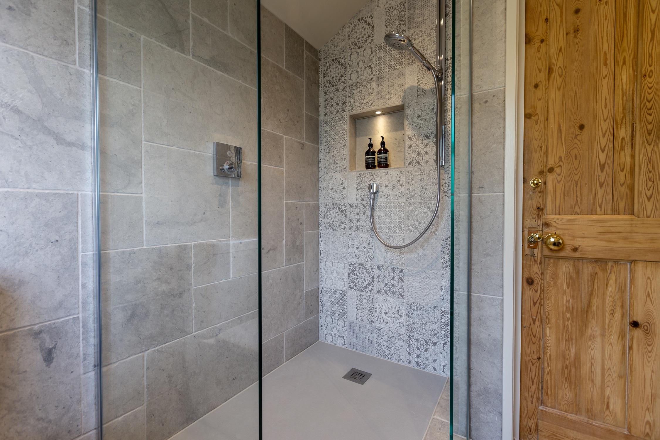 Astounding Rustic Wet Room Design Installation Jeremy Colson Download Free Architecture Designs Scobabritishbridgeorg